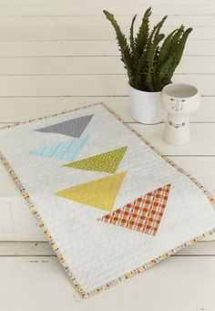 Heading South Table Topper {tutorial} – Material Girl Quilts