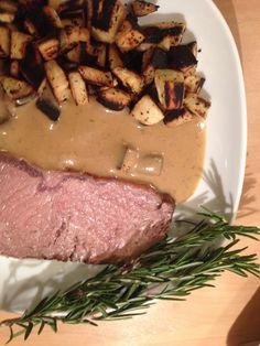 Rosmarin-Roastbeef mit Pastinaken-Bratkartoffeln (Niedertemperatur)