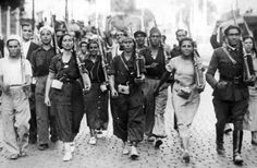 Spanish Civil War Members of the women's militia of the Popular Front and their comrades marching through the streets of Madrid - late July 1936 - Vintage property of ullstein bild Get premium, high resolution news photos at Getty Images Frente Popular, Military Coup, Pearl Harbor, World History, Military History, Photojournalism, People Around The World, World War Two, Roaring Twenties