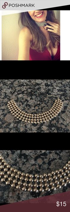 Beautiful forever21 choker Forever 21 Gold Choker , amazing ! worn just once!🌺💎very sexy!! Forever 21 Jewelry Necklaces