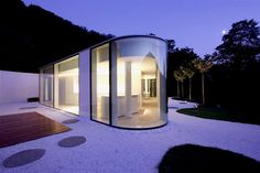 """People who live in glass houses shouldn't throw stones..."" :-)    JM Architecture - Lake Lugano House -Italy"