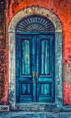 this door is in Casco Viejo, Panama City, Panama.  id like to find it.