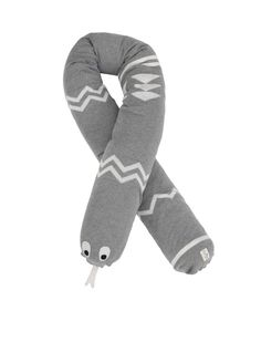 Inka Snake from ferm Living, a nice and soft friend that works well as a bed bumper or even just as a stuffed toy. Design Shop, Deco Design, Modern Nursery Decor, Nursery Neutral, Teal Nursery, Diy Pillows, Cushions, Bed Bumpers, Nursery Toys