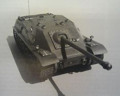 Tas Rohamlöveg - Hungarian project of tank destroyer armed with an 88 mm gun, based on the German Pak 43 Only a model existed. World Of Tanks, Tank Armor, Tank Destroyer, War Dogs, Armored Fighting Vehicle, Tank Design, Military Diorama, Ww2 Tanks, Military Weapons