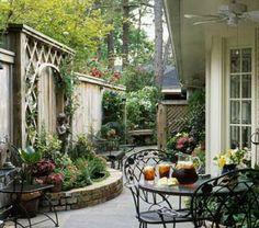 Небольшие сада пространства .... Я думаю, что мы должны просто укрепить нашу печальную дворе что-то вроде этого .: