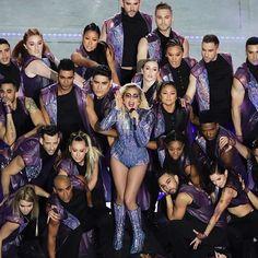 テキサス州ヒューストンのNRGスタジアムでスーパーボウルが開催ハーフタイムショウではレディガガがアトリエヴェルサーチの宝石のように煌びやかな衣装を纏って熱狂的なパフォーマンスを披露した @ladygaga in #AtelierVersace for #SuperBowl halftime show. Photo: AP/AFLO  via VOGUE JAPAN MAGAZINE OFFICIAL INSTAGRAM - Fashion Campaigns  Haute Couture  Advertising  Editorial Photography  Magazine Cover Designs  Supermodels  Runway Models