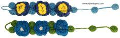 Estas pulsera o brazaletes están tejidos en crochet con lana de oveja teñida con tintes naturales.     Típico de Ayacucho, Perú