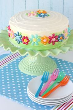 Such a perfect cake for spring!  Jelly Belly Flower Cake - by Glorious Treats