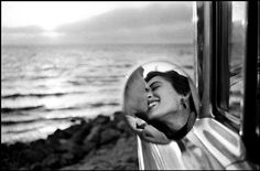 Elliott Erwitt: California Kiss, 1955. Lovers,  beach and sunset - enough said. Classic California.