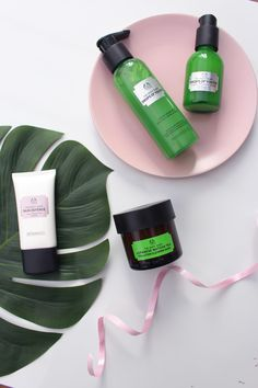 How to protect your skin from pollution using The Body Shop matcha products! - How to protect your skin from pollution using The Body Shop matcha products! The Body Shop, Body Shop At Home, Body Shop Tea Tree, The Face Shop, Sephora, Skin Care Routine For Teens, Skin Routine, Skincare Routine, Baking Soda Uses