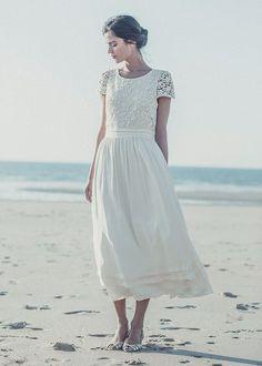 short  wedding dress @ http://rachel130713.wordpress.com/2013/11/01/short-wedding-dresses-for-outdoor-autumn-weddings/