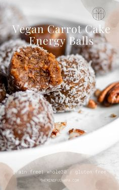 Vegan Energy Balls make the perfect healthy snacking/dessert bite that take minimal ingredients and less than 15 minutes to whip up in your food processor. Vegan Energy Balls, Energy Bites, Easy Snacks, Healthy Snacks, Healthy Eats, Healthy Recipes, Vegan Hamburger Helper, Fitness Models, Photo Food