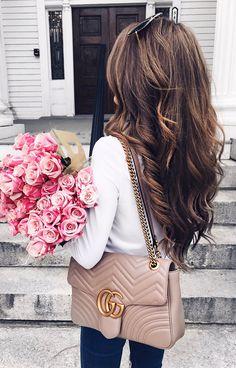 White Knit / Beige Leather Shoulder Bag / Dark Skinny Jeans