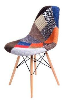 Patchworkowa wersja krzeseł Comet. Małe kawałki materiału o podobnych kształtach tworzą siedzisko krzesła. Podstawa wykonana jest z drewna bukowego.Przed zamówieniem prosimy o kontakt w celu ustalenia dostępności.