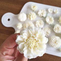 "1,085 Likes, 12 Comments - 올리케이크 Ollicake (@ollicake) on Instagram: ""생화보다 더 이쁜 버터크림 #스카비오사 :-) #buttercreamflowercake #flowercake #buttercreamcake #flowercupcake…"""