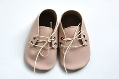 Handmade soft sole leather baby shoes / Baby girl by MiniMos