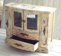 Caja de joyería MBS mano pintada Armoire de la joyería Leather Jewelry Box, Old Jewelry, Jewelry Armoire, Shabby Vintage, Etsy Vintage, Altered Boxes, Altered Art, Painted Jewelry Boxes, Cushion Ring