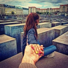 If you look closely, small details of Osmann's girlfriend's style are apparent in the series. She often has well-manicured nails and adorable outfits in the photographs. Here, she sits at the Holocaust Memorial in Berlin, Germany. Murad Osmann, Travel Around The World, Around The Worlds, Romantic Series, Photo Series, Series 3, Travel Couple, Follow Me, Relationship Rules