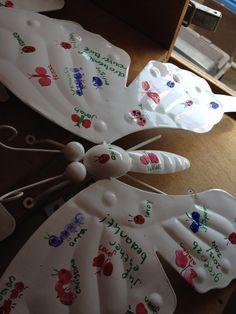 Lieveheersbeestjes met 1 vinger, vlinders met 2 vingers, rupsje met 4 vingers.  Als afscheidskado voor een hele lieve en goede leerkracht!