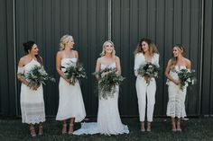 Green + white relaxed bridesmaid style | Image by Jason Corroto Photo