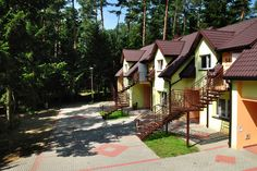 Grand Hotel - year-round cottages in the woods by the lake :) Little Cottages, Cottage In The Woods, Grand Hotel, Gazebo, Spa, Outdoor Structures, Cabin, House Styles, Beach
