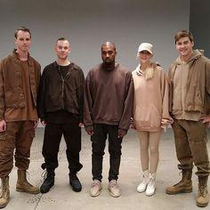 Be unique! Kanye West Photo, Kanye West Style, Kanye Yeezy, Yeezy 2, Kanye West Outfits, Urban Outfits, Kanye West Fashion, Cover Design, Yeezy Season 2