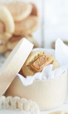 Karkkikeksit – katso resepti! | Meillä kotona Hot Dog Buns, Hot Dogs, Camembert Cheese, Bread, Recipes, Food, Eten, Recipies, Ripped Recipes