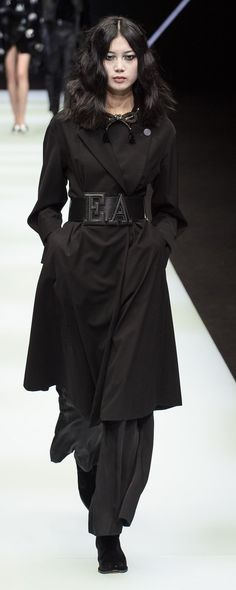 Emporio Armani Fall-winter 2018-2019 - Ready-to-Wear - http://www.orientpalms.com/Emporio-Armani-7155 - ©ImaxTree