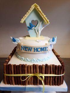Bird with stick in beak. Cute birdhouse 'new home' housewarming cake Sweet Cakes, Cute Cakes, Welcome Home Cakes, Housewarming Cake, Sheet Cake Designs, 7 Cake, Christmas Cake Decorations, House Cake, Cake Gallery