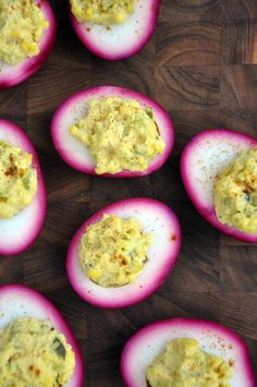 Pink Pickled Deviled Eggs #Deviled_Eggs Click for recipe