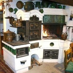 Traditional Hungarian masonry and iron kitchen stove. Wood Stove Cooking, Kitchen Stove, Old Kitchen, Green Kitchen, Rustic Kitchen, Vintage Kitchen, Foyers, Sweet Home, Wood Oven