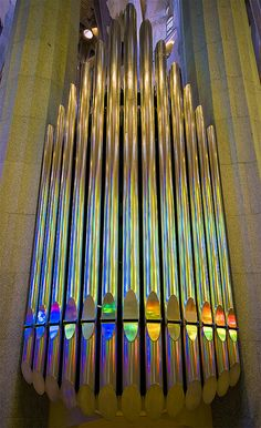 Orgue multicolor / Rainbow organ, Antonio Gaudi's La Sagrada Familia, Barcelona, Spain by SBA73                                                                                                                                                      Más