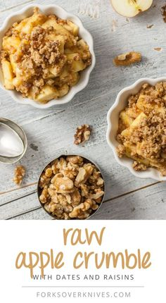 Crumble Raw Apple Crumble (recommended by as simple and delicious!)Raw Apple Crumble (recommended by as simple and delicious! Desserts Crus, Desserts Sains, Raw Vegan Desserts, Raw Vegan Recipes, Vegan Dessert Recipes, Vegan Sweets, Vegan Foods, Apple Recipes, Healthy Desserts