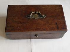 caja de roble antigua EL desván de Bartleby C/. Niebla 39. Sevilla #eldesvandebartleby #antiguedades #coleccionismo #vintage #cajas #box