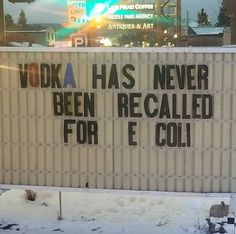 My local liquor shop – Odd Stuff Magazine Funny Meme Pictures, Funny Images, Top Funny, Funny Cute, Liquor Shop, Alcohol Humor, Funny Alcohol, Say That Again, Bad Memories