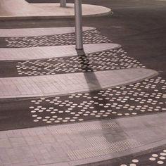 10_Detail-trolleybus-square_photo_Ben-ter-Mull_lowres « Landscape Architecture Works | Landezine