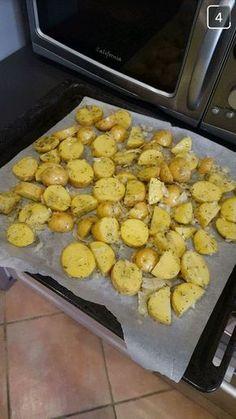 Pomme de terre au four à l'ail Garlic Baked Potatoes, Baked Potato Recipes, Garlic Recipes, Crockpot Recipes, Cooking Recipes, Baked Garlic, Yummy Food, Tasty, Vegetable Drinks
