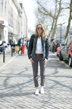 Amsterdam Travel Memo: Chinos + Stan Smiths - MEMORANDUM, formerly The Classy Cubicle // Powered by chloédigital Sneakers Outfit Work, Tennis Shoes Outfit, Moda Casual, Casual Chic, Casual Summer Outfits, Work Outfits, Casual Weekend, Weekend Outfit, Outfit Summer