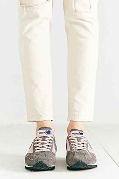9fef3c482c8f Brooks Winter Vanguard Running Sneaker - Urban Outfitters