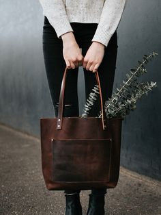 Is this the BEST leather tote on the Market? We think so! The Full grain leather, Grizzly Classic Tote