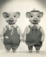 'Pinky and Perky' British children's TV series created by two Czechoslovaks who settled in Yorkshire in Jan & Vlasta Dalibor.Pinky & Perky were twin boy pigs. Perky always wore a hat & they danced & mimed to the pop music of the day. 1970s Childhood, My Childhood Memories, Comic Cat, Vintage Tv, Vintage Kids, Kids Tv, My Youth, My Memory, T Rex