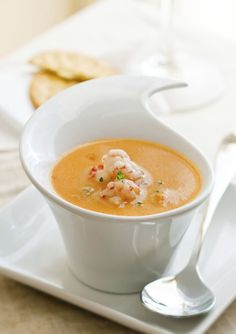 Creamy Crockpot Lobster Bisque - This creamy and delicious soup is a great appetizer for work nights - just set up the crockpot the previous night, let it cook all day, and finish it off when you get home. Try serving with toast or crackers for dipping. Lobster Bisque Recipe, Shrimp Bisque, Bisque Soup, Crawfish Bisque, Crab Bisque, Crockpot Recipes, Soup Recipes, Cooking Recipes, Easy Recipes