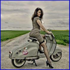 Français, homme, 48 ans, Scooter scooter girls fan of Lambretta Piaggio Vespa, Lambretta Scooter, Scooter Motorcycle, Motorbike Girl, Vespa Scooters, Vespa Girl, Scooter Girl, Pin Up, Vespa Vintage