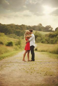 romantic kiss pose for engagement photo ideas