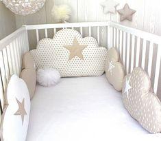 Tour de lit bébé en 60cm large, nuages, 5 coussins , ton beige et blanc