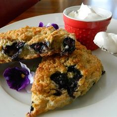 Whole-Grain Blueberry Scones YUM and simple. Whole Food Recipes, Cooking Recipes, Healthy Recipes, Blueberry Scones Recipe, Blueberry Recipes, Fruit Recipes, Macarons, Best Scone Recipe, Breakfast Recipes