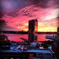 No filter necessary from our #rooftop view. #HudsonRiver