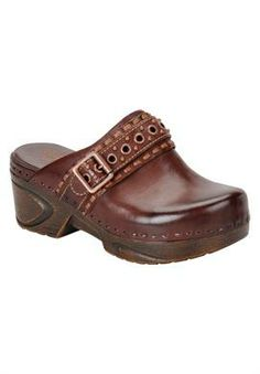 Look at this Söfft Drum Brown Carrieann Leather Clog on today! Clogs Shoes, Pump Shoes, Slip On Shoes, Wedge Shoes, Shoe Boots, Shoe Bag, Crazy Shoes, Me Too Shoes, Vestidos