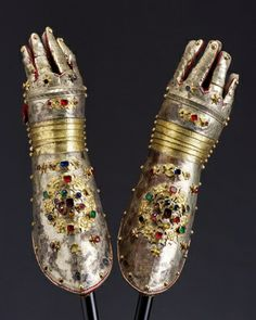 Gaunlet, Hungry, mid 17th century.  -kinda impractical, but pretty. dress armor?- mt
