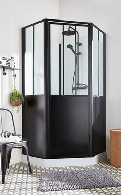 Buy a shower enclosure: which one to choose? - Shower cabin: which one to choose? Cottage Style Bathrooms, Bad Styling, Shower Cabin, English Country Decor, Shower Cubicles, Bathroom Pictures, Shower Enclosure, Design Your Home, Bathroom Styling